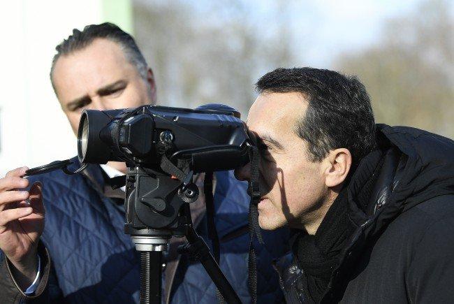 Bundeskanzler Kern und Verteidigungsminister Doskozil in Bruckneudorf