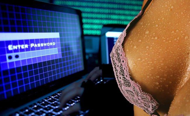 Hacker haben weit über 300.000 Account-Daten einer Porno-Seite geklaut.