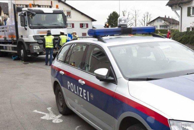 Nach dem tödlichen Unfall einer Radfahrerin in Feldkirch sucht die Polizei weitere Zeugen.