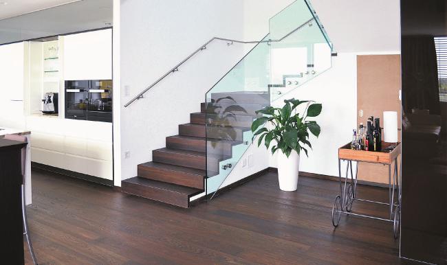 Boden und Treppen aus einem Guss