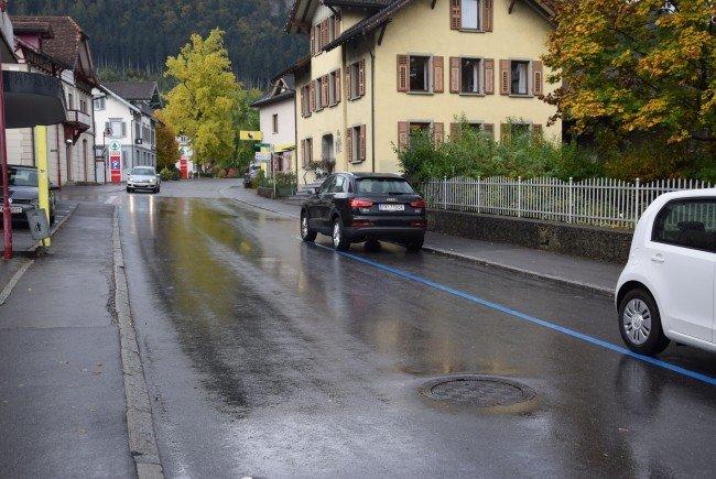 Die lockeren Kanaldeckel in der Bahnhofstraße wurden mittlerweile fixiert.