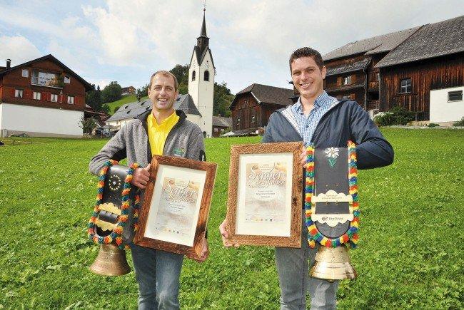 """Jeweils zum """"Senner des Jahres"""" gekürt wurden Thomas Kaufmann von der Sennerei Schlins (links) und Christoph Schwarzmann von der Sennerei Langenegg (rechts) bei der 24. traditionellen Käseprämierung in Schwarzenberg."""