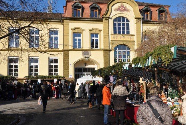 In den Schulhöfen der Schulen Markt findet diesen Sonntag der Harder Adventzauber statt.