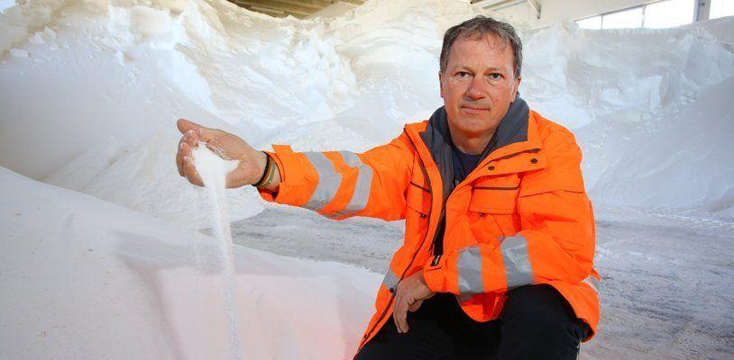 Teures Schneechaos: Allein die ASFINAG streute seit Samstag 300 Tonnen Salz