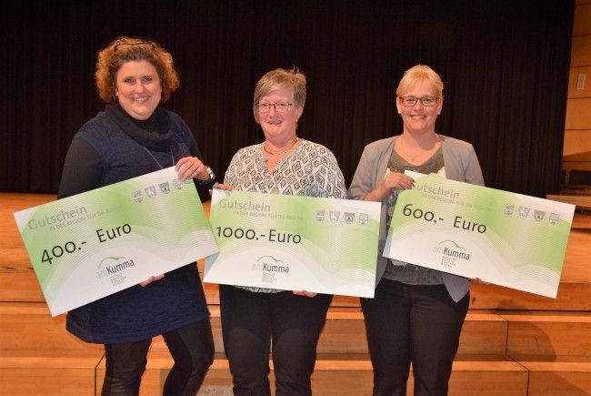 Strahlende Gesichter der Gewinner der Hauptpreise: v.l. Mama von Björn Studer aus Götzis, Yvonne Ender aus Koblach und Maria Wehinger aus Altach