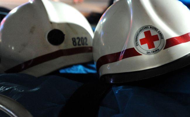 Die Rettung brachte die schwerverletzte Frau ins LKH Feldkirch.