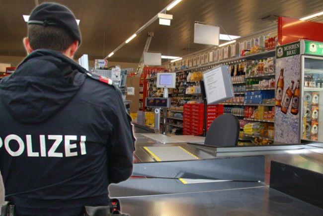 Ladendetektiv überführt Trickbetrüger in Supermarkt in Feldkirch