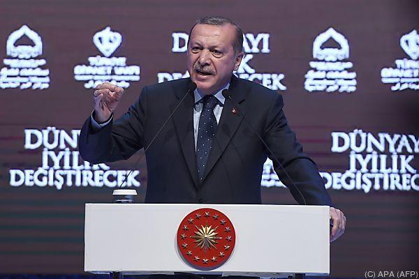 Erdogan teilt weiter kräftig aus