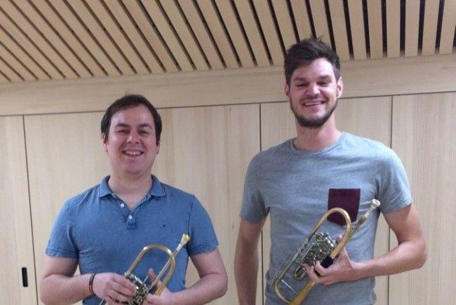 Rene Burtscher mit Lehrer Jodok Lingg, herzliche Gratulation zu Gold
