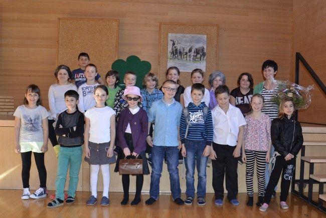 Das Theaterteam mit ihrer Lehrerin Brigitte Fink