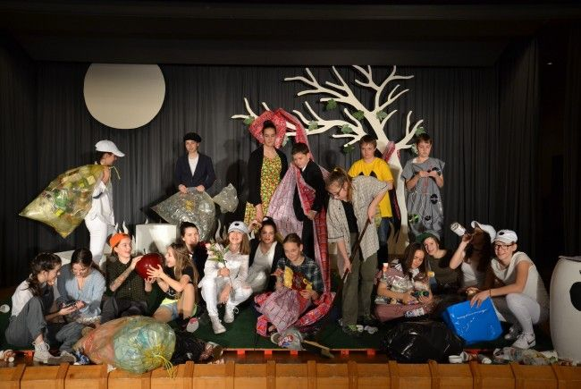 Riesenapplaus gab es für die Mitglieder der Theaterwerkstatt der Mittelschule Alberschwende.