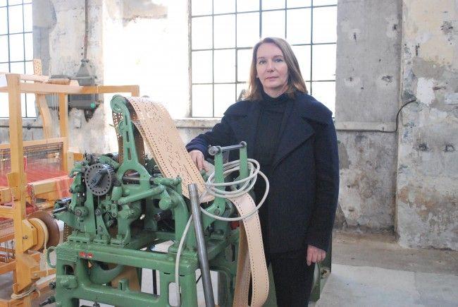 Die Bildhauerin Asta Gröting im Kunstraum Dornbirn.