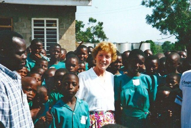 Projektleiterin Reinhilde Müller setzt sich seit 20 Jahren für Projekte rund um die Wasserversorgung und Jugendförderung in Uganda ein.