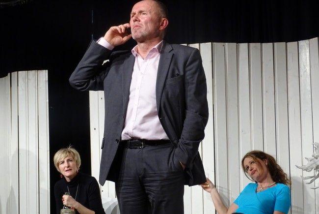 """Der Verein kultpur präsentierte an drei Abenden die Theatereigenproduktion """"Der Gott des Gemetzels""""."""