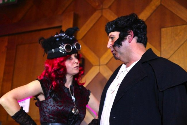 Heike Montiperle als Gomorrha Frick mit Kurt Rauchegger als Wolfgang Frick.
