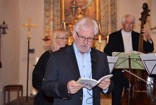 Der Autor und seine musikalischen Kompagnons im Altarraum von St. Peter