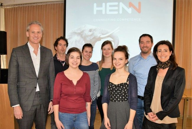 Martin Ohneberg (links), Christoph Willi, Wolfgang Hämmerle, Bärbel Juen und die Schülerinnen Fabienne, Julia, Laura & Kathrin
