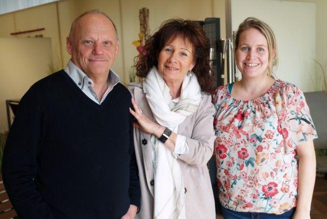 eko Geschäftsführer Reinhard und Doris Kopf mit Mitarbeiterin Janele Frick bei der Frühjahrsausstellung