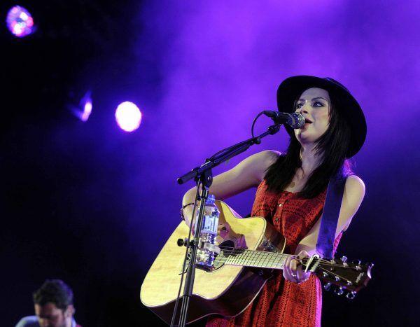 Charmante Amy Macdonald erfreute Wiener Gasometer mit eingängigen Songs