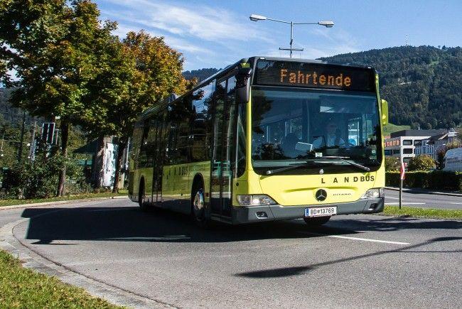 Der Bus fuhr von Lochau kommend in Richtung Bregenz
