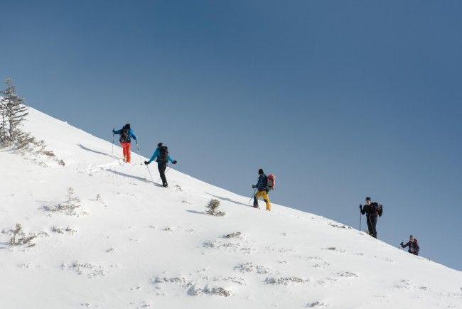 In Zürs kam es auf einer vereisten Skiroute zu 25 Unfällen in eineinhalb Stunden.
