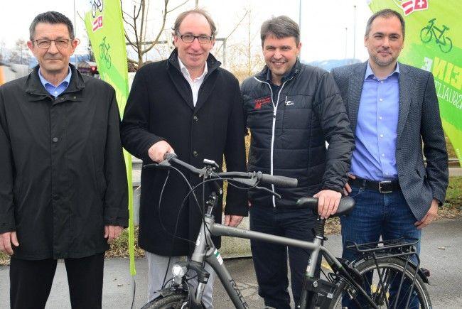 Pressekonferenz in Au: Gemeindepräsident Reto Friedauer (St. Margrethen), Landesrat Johannes Rauch, Bürgermeister Kurt Fischer (Lustenau), Gemeindepräsident Christian Sepin (Au)