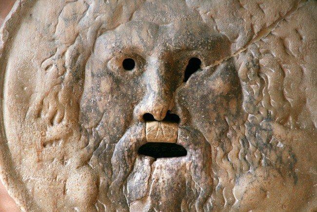 Lügner sollten ihre Hand lieber nicht in den Mund dieser Statue legen - das besagt eine alte Legende aus Rom.