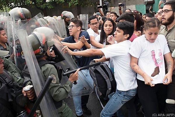 Zerreißprobe in Venezuela: Warnung vor Blutbad