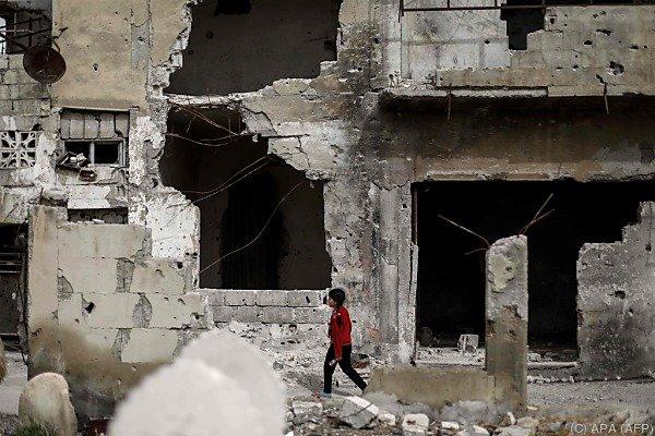 Autobombe tötet 43 Menschen bei Evakuierung belagerter Orte
