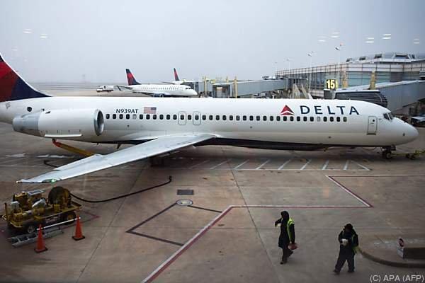 Wieder United Airlines! | Paar aus Flieger geschmissen, weil es sich umsetzte