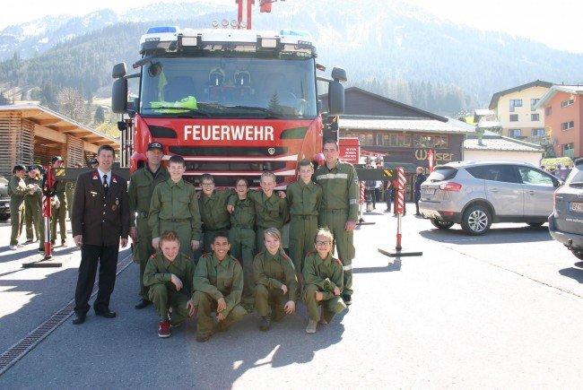 Siegerfoto mit der Feuerwehrjugend inkl. Betreuer
