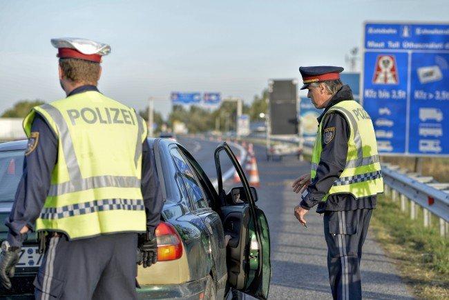 Die Polizei hat Aufgaben vom Grenzschutz über Registrierung bis zur möglichen Abschiebung im Fremdenwesen.