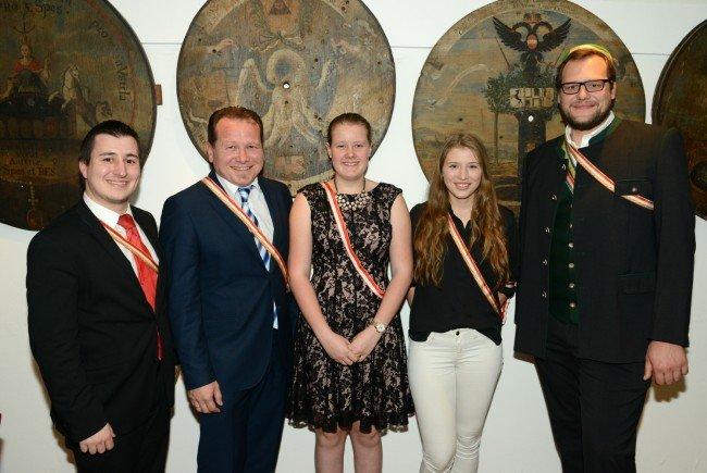 Clunias Neumitglieder, vlnr: Philistersenior Florian Wund, Bgm Harald Witwer, Melody Büchel, Sophia Jehle, Lukas Mersich, BSc.