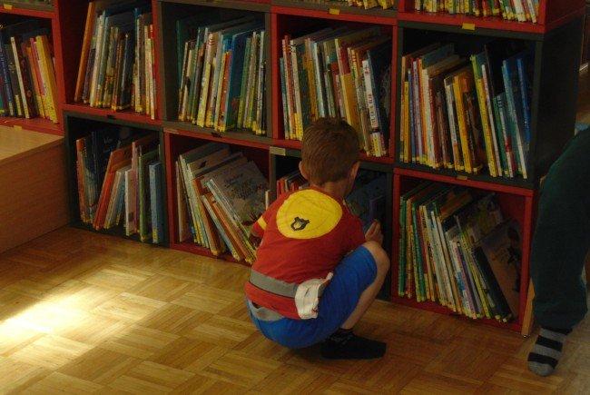 Über 10.000 Medien stehen in der Bücherei Mäder zur Auswahl