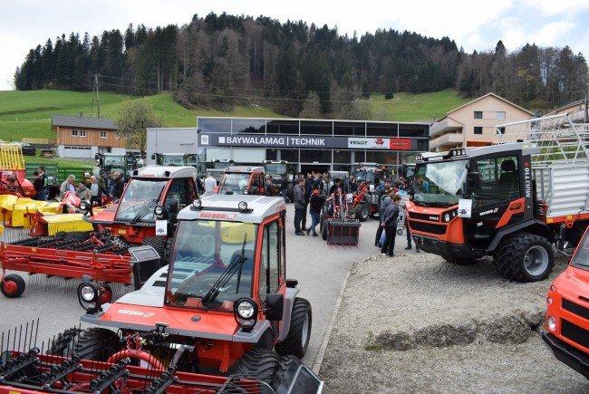 Der neue Landmaschinenbetrieb in Hittisau zog viele Ineressierte an.