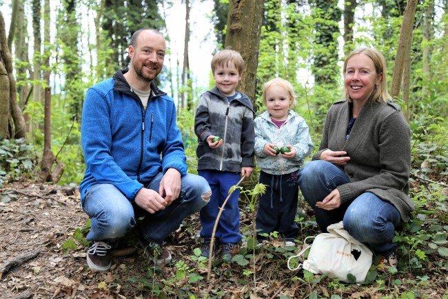 Zahlreiche Familien waren bei der Eiersuche im Frutzwald dabei.