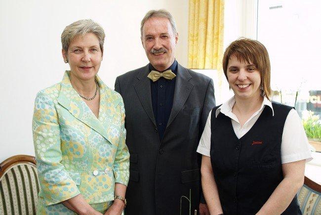 Hausherr Roland Güttler mit Geschäftsführerin Gaby Eller und Gastgeberin Janine Mauracher