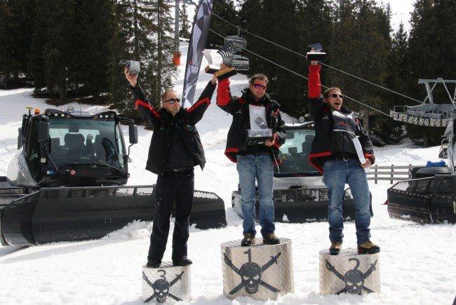 Die Pistenfahrzeugfahrer der Silvretta Montafon, Patrick Bachmann (Platz 1) und Johannes Biermaier (Platz 2) freuen sich über die Topplatzierungen beim Prinoth Cup 2017.