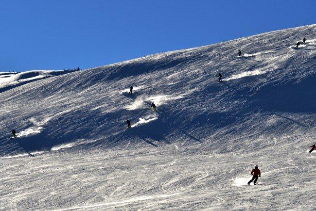 Die Polizei Lech sucht eine unfallbeteiligte Skifahrerin.