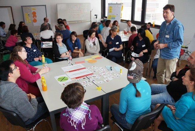 Beim Trialog-Workshop können sich Angehörige, Fachleute und Menschen mit Behinderungen gemeinsam austauschen.