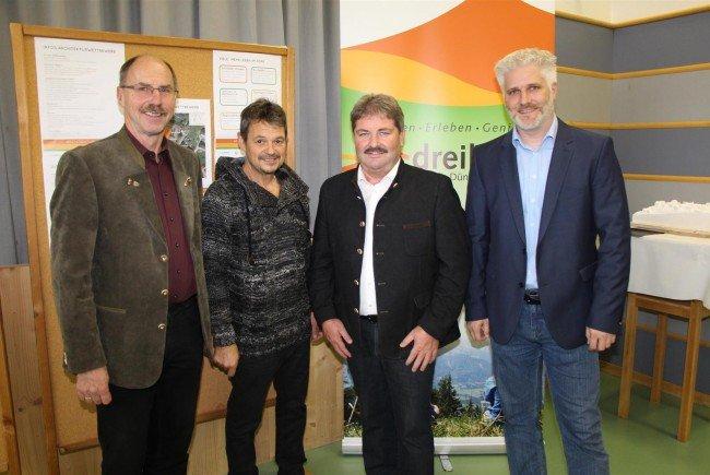 Die Dreiklang-Bürgermeister Anton Mähr, Walter Rauch und Gerold Mähr mit GF Matthias Mayr