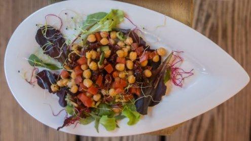 Achtung: Diese 5 Fehler machen deinen Salat zur Kalorienbombe!