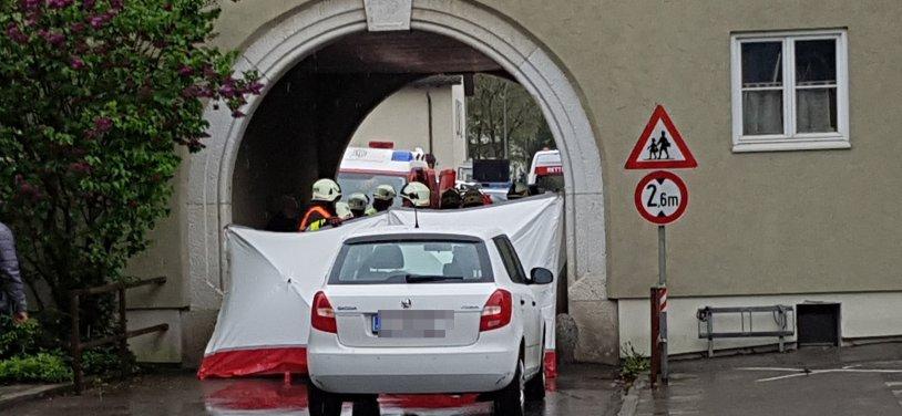 Auto umgekippt: Frau wurde eingeklemmt