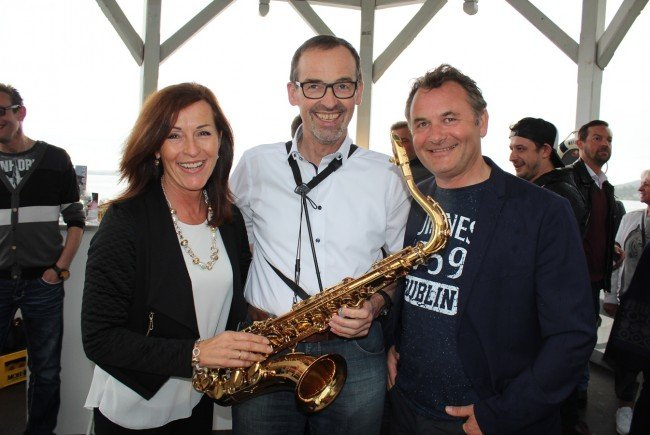 Christoph Hinteregger inmitten von Veronika und Michael Hehle.