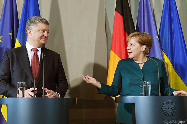 Merkel traf Poroschenko in Meseberg bei Berlin