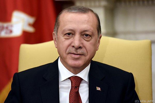 Regierungspartei in der Türkei : Erdogan wird bei Sonderparteitag wieder AKP-Chef