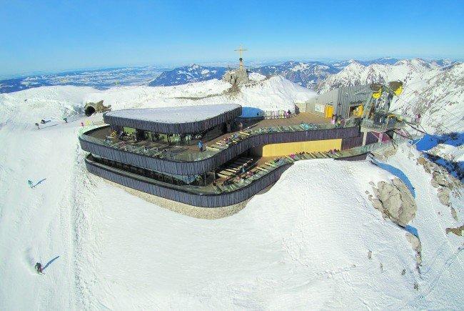 Holz spielt bei der neuen Bergstation der Nebelhornbahn eine zentrale Rolle.