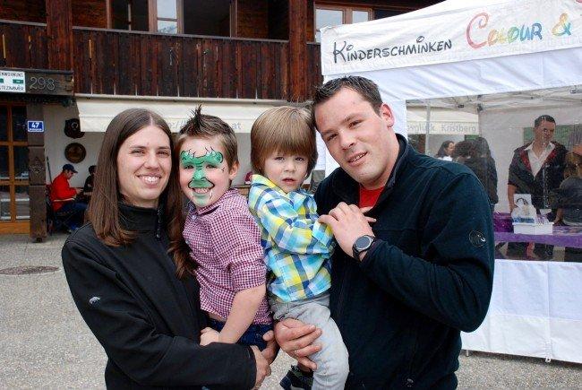 Stefanie und Manuel Bickel mit ihren beiden Kindern Elias und Raphael beim Familientag am Kristberg in mehr als 1400 Metern Seehöhe