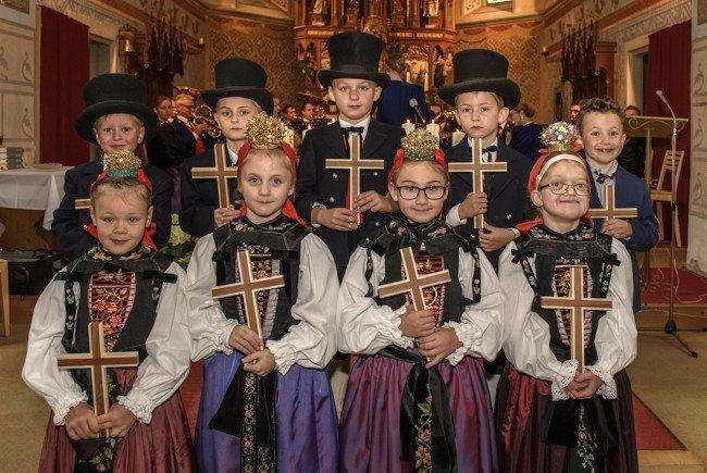 Magdalena, Sarah, Eyleen, Katharina, Florian, Benjamin, David, Fabio und Michele erhielten die Erstkommunion