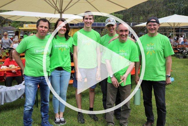 Das Sunnahof-Team und Geschäftsführer Thomas Lampert (l.) freuten sich über den Riesenandrang der Gäste.